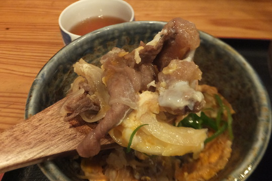 豊中・蛍池 「肉うどんの丸十」 旨味たっぷりのかすうどんと他人丼セット!