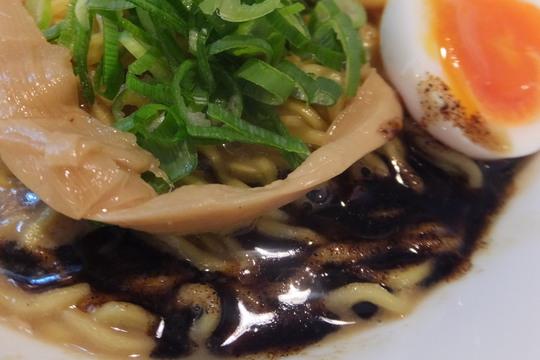 西中島 「馬鹿殿」 ドロドロ豚骨の黒霧島とよだれ鶏丼が旨い!