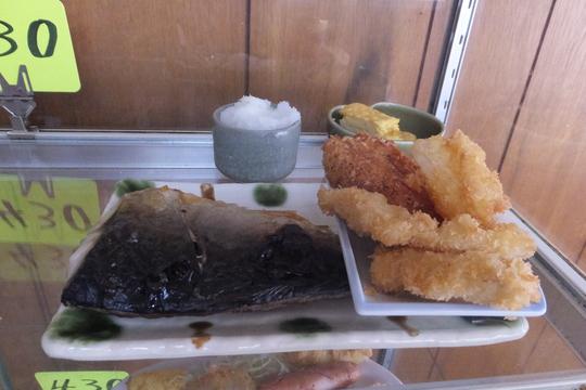 池田・井口堂 「味の店 だるま」 ボリュームたっぷりの洋食セット!