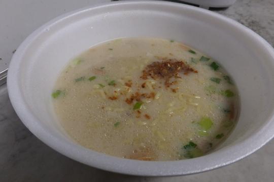 「東京 らあめん元」×「大阪 龍旗信」 東西の塩の名店がコラボで「鶏塩白湯」カップ化!