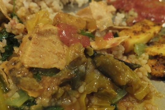 谷町六丁目 「ダルバート食堂」 チキンとサワラの2種盛りカレーが味の変化を楽しめて旨い!