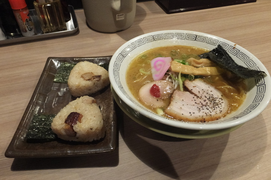 吹田・江坂 「三麺流武者麺」 こってり旨い和歌山井出系中華そば!