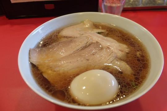 梅田西 「西梅田らんぷ」 チャーシューがタップリ入ったどこか懐かしい豚骨清湯の醤油ラーメン!