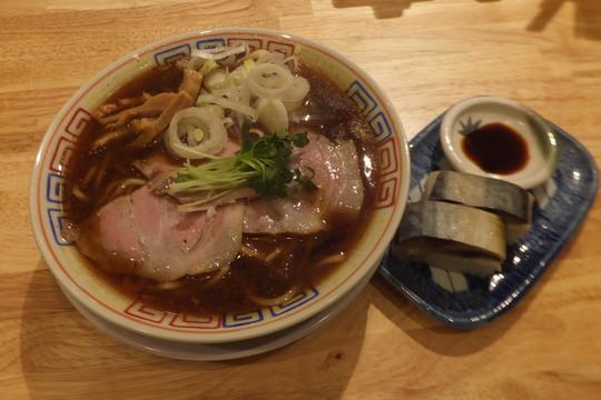 北浜 「サバ6製麺所 北浜店」 サバ節香るサバ醤油そばとサバ寿司とのセット!