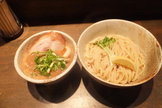 西中島 「大杉製麺」 濃厚なコクのある鶏のつけ出汁のつけ麺!