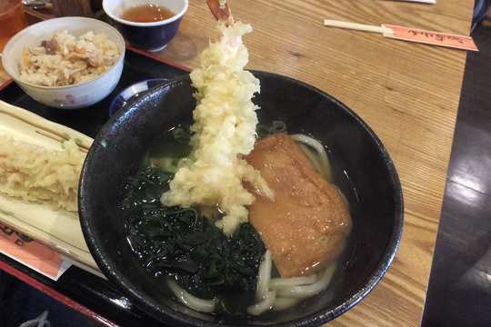 豊中・服部天神 「うどん屋 山善」 日替わりの天ぷらあげわかめうどんが旨い!