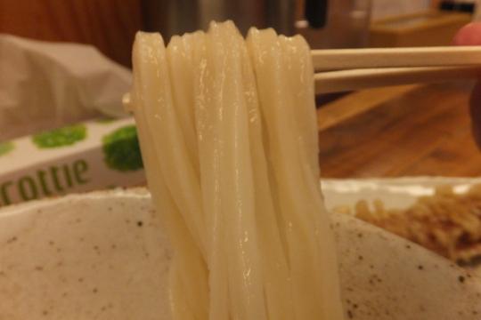 西中島 「ゆうすけ」 花火の後は麺の進化で旨さがアップした生醤油うどん!