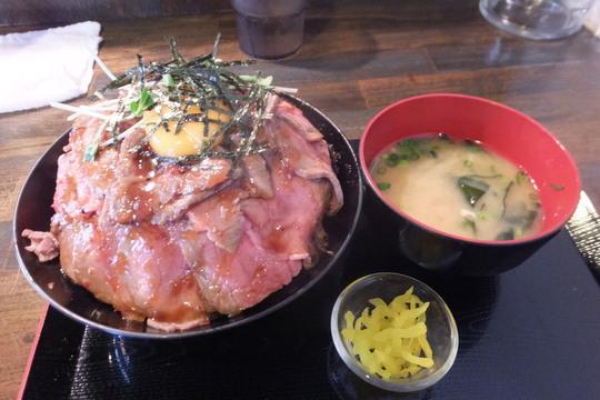 吹田・江坂 「焼肉 あさだ」 お値打ちのマウンテンなローストビーフ丼!