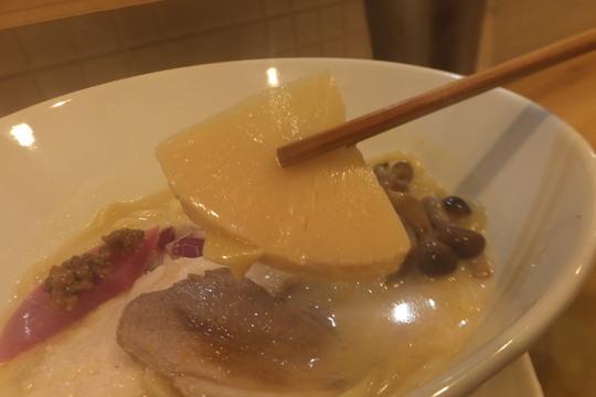 天神橋六丁目 「徳川吉成」 鶏の旨味が詰まったクリーミーな山鶏そば!