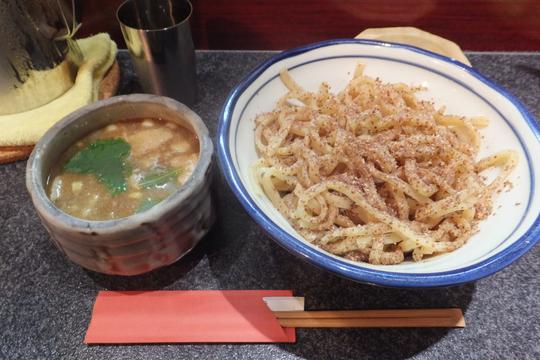 福島 「三く」 小麦粉の香り豊かな全粒粉の超極太麺で頂くつけ麺!