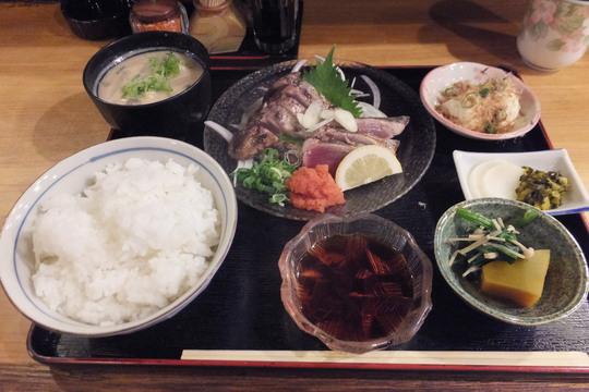 中津・豊崎 「味匠 なにわ」 脂が乗った戻りカツオタタキ定食!