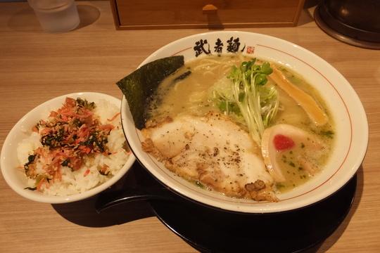 新大阪 「武者麺 新大阪店」 濃厚でコクがある鶏塩そば!