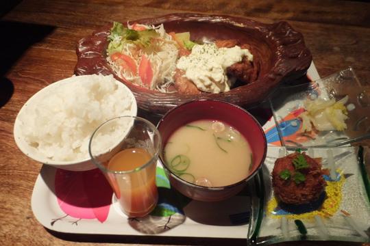 なんば 「まこ家」 タルタルソースたっぷりの豚ヘレ南蛮定食!