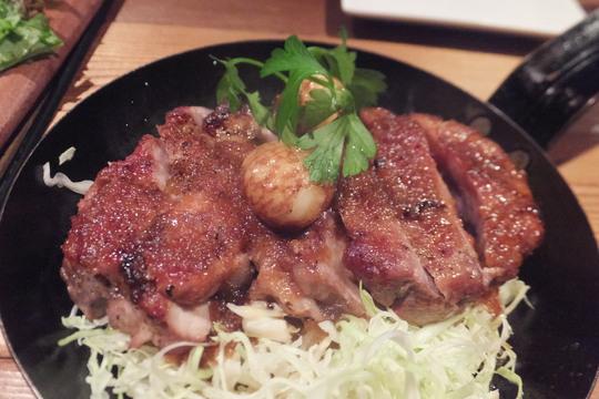 梅田・堂山 「肉GA.RAGE(ニクガレージ)」 薫製肉バルの料理が香ばしくて旨い!