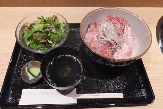 なんば・千日前 「焼肉処 又来家(またらいや)」 旨味が詰まったローストビーフ&ポーク丼ランチ!
