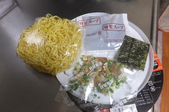 「カドヤ食堂」 大阪の名店極上の味、名物中華そばがカップ化!