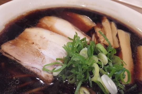尼崎 「大和(ヤマト)」 見た目は濃いですがスッキリした味わいの中華そば!