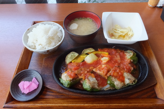 吹田・江坂 「奏(kanade)」 ピーマンの肉詰めチーズ&トマトソースが旨い!