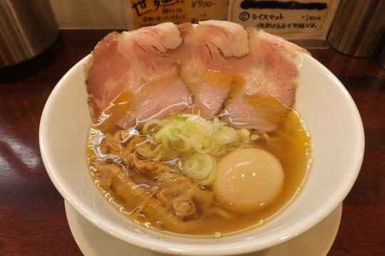 東淀川・淡路 「世界が麺で満ちる時」 ピリ辛で旨さが引き締まったオレンジファントム!