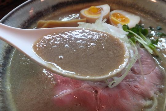 東淀川・淡路 「縁乃助商店」 濃厚ドロドロスープで旨味たっぷりの味玉ポタチキそば!