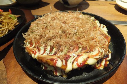 新大阪 「五郎ッペ屋」 焼酎が108種類も揃ったバル形式のお好み食堂!