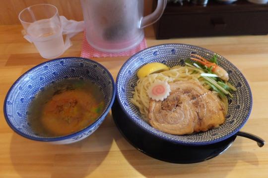 豊中・蛍池 「吉岡マグロ節センター」 カニの旨味が半端ないズワイ蟹の冷しつけ麺!