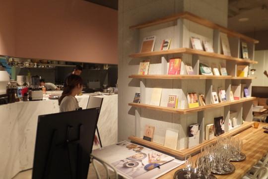 京橋 「テーブルズ クック&ブック」 本とカフェのお店がオープンしました!