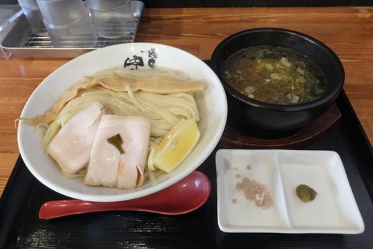 淀川・東三国 「麺匠 中うえ」 昆布水に浸る麺が抜群に旨いつけ麺!