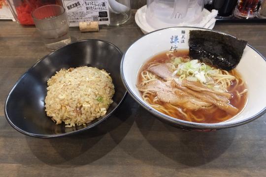 豊中・本町 「謙信」 スッキリした旨味がたっぷり醤油ラーメン!