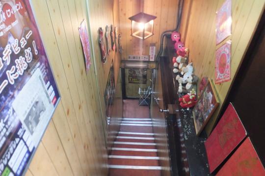 北浜 「龍門」 ジャンキーでクセになる天津カレー炒飯!