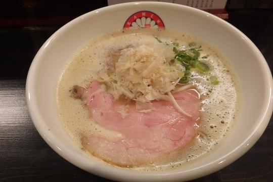 中崎町 「らぁ麺 きくはん」 魚介が効いたクリーミーな魚介とりとん醤油!