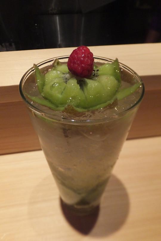 なんば 「banana(バナナ)」 旬の果肉がたっぷり入った生搾りチューハイ専門店!