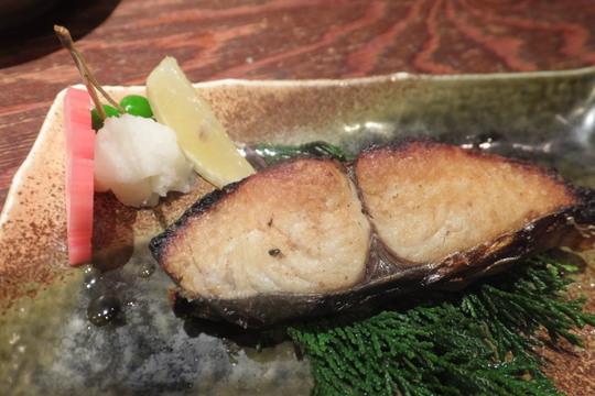 東三国 「すしまる屋」 上物の新鮮な寿司がリーズナブルに頂けます!