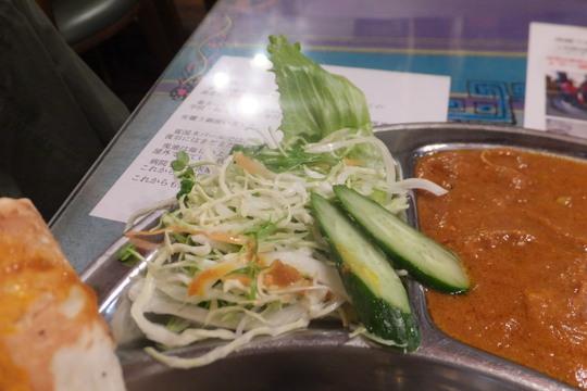 豊中・蛍池 「カトマンドゥ」 巨大で美味しいナンと一緒に頂くネパール料理!