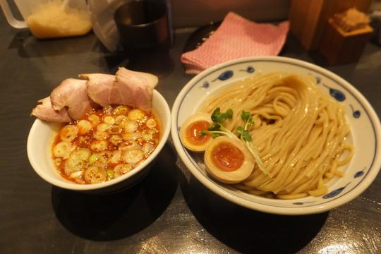 西中島 「サバ6製麺所 西中島南方店」 ピリ辛が食欲をそそるサバ濃厚鶏辛つけ麺!