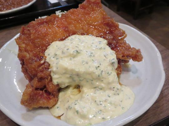 東三国 「南蛮食堂」 ジューシーで食べ応えある豪快一枚揚げチキンと本格キーマカレー!