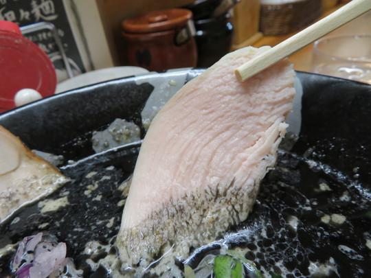 なんば 「ぼっこ志」 苦味がクセになる煮玉子焦がし鶏白湯!