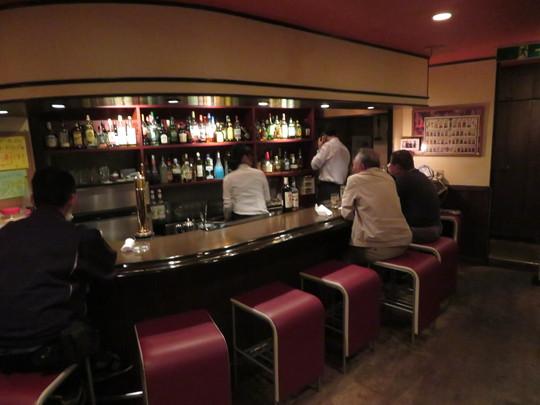 梅田・曽根崎 「バー デッカー」 気軽に一杯頂ける居心地のいいバーです!