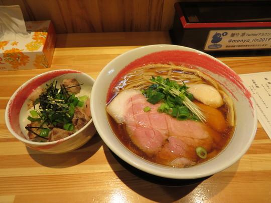 池田・石橋 「麺や 凜」 デカいレアチャーシューが特筆すべきの鶏ガラ魚介のスッキリした醤油らーめん!