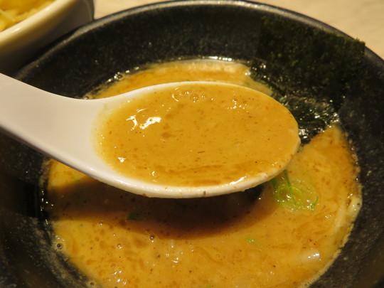 北堀江 「豚骨北堀江 サキムラ」 まったりと風味が楽しめる魚介豚骨つけ麺!