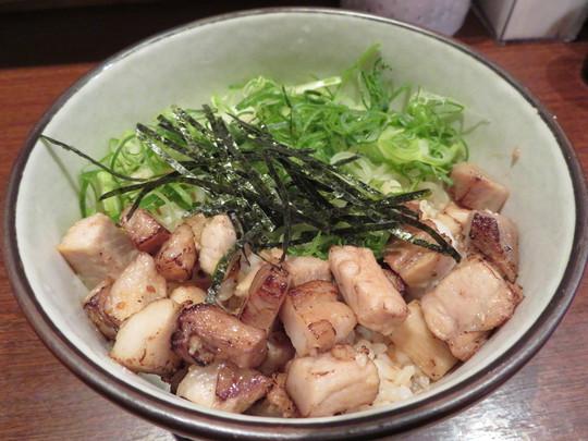 西淀川・塚本 「ヨドガワベース」 スッキリした特製中華そばと香ばしい豚めし!