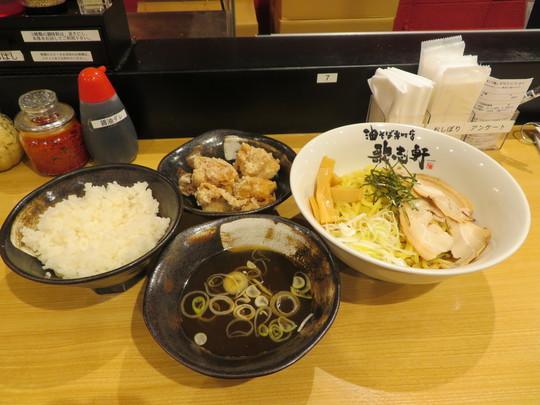神戸・住吉 「歌志軒(かじけん)」 油そば専門店で唐揚げとスープが付いたお得なセット!