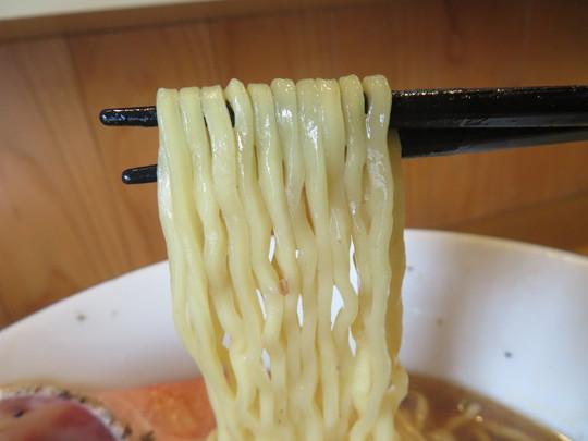 淀川・東三国 「醤油らーめん ピース」 鰹出汁香る特製醤油らーめんのTWOピース改!