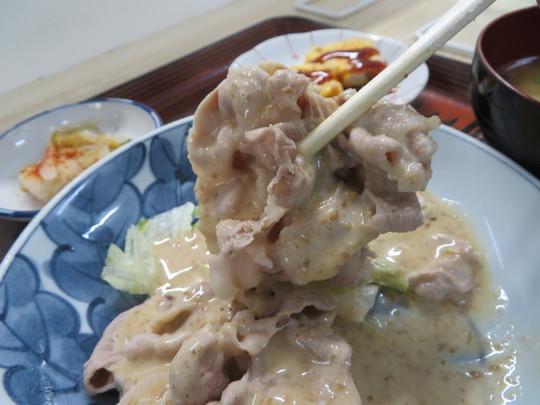 神戸・住吉 「居酒屋 たつの」 選べる日替わり定食で豚しゃぶと 豚肉卵つけ焼きにピーマンと塩昆布炒め!