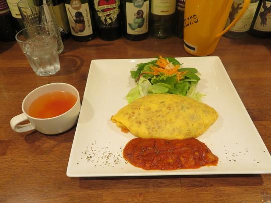 神戸・住吉 「エッグスタンド(eggstand)」 ランチの日替わりベーコンとトマトソースオムライス!