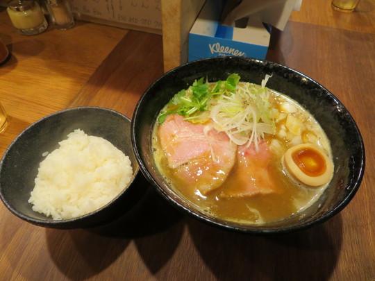 西・西大橋 「吉み乃製麺所」 豚骨魚介の濃厚カレーらーめん!