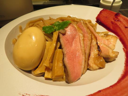 南森町・東天満 「麺麓menroku」 夜限定で鴨の風味が増して出てくる鴨つけそば!