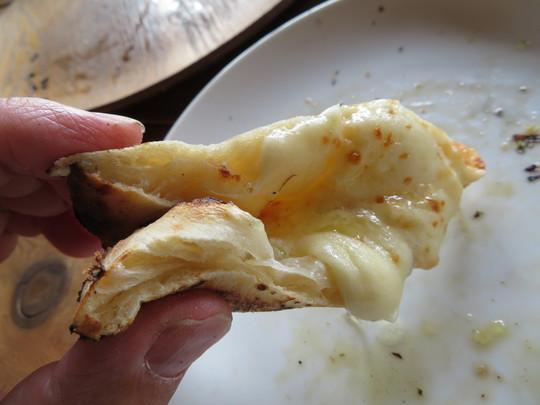 奈良・生駒 「山岡ピザ」 生駒の山の上で頂く絶品の薪窯焼きピザ!