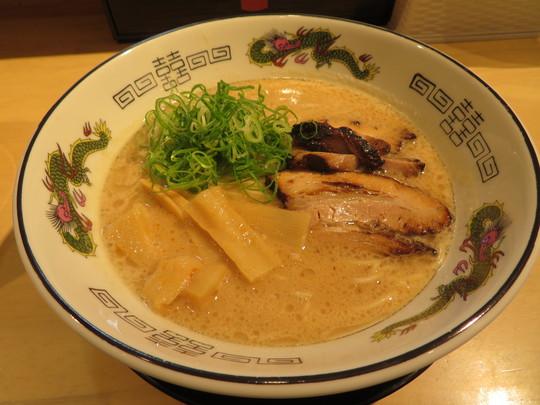 京橋 「中華そば 丸京」 ライト豚骨醤油で食べやすい丸京の中華そば!