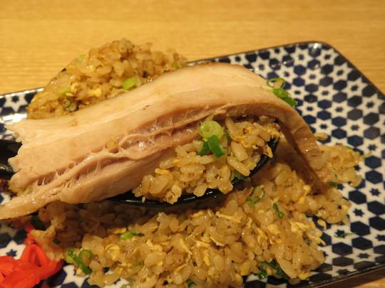 京橋 「京橋真道」 チャーシューたっぷり肉そばと焼豚と炒飯が合体したチャーチャーが旨い!